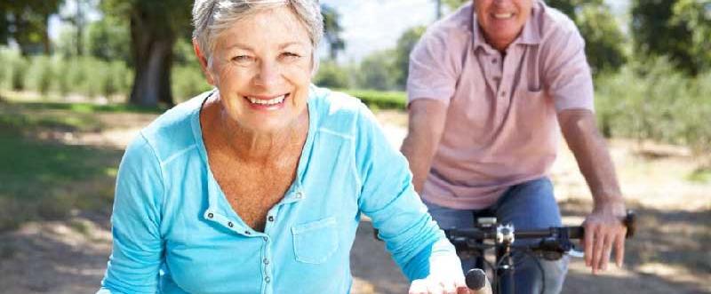 anziana-in-bicicletta