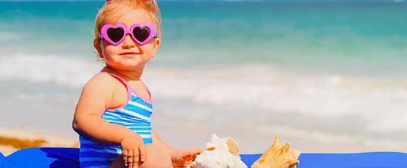 neonato-in-spiaggia farmacia san carlo