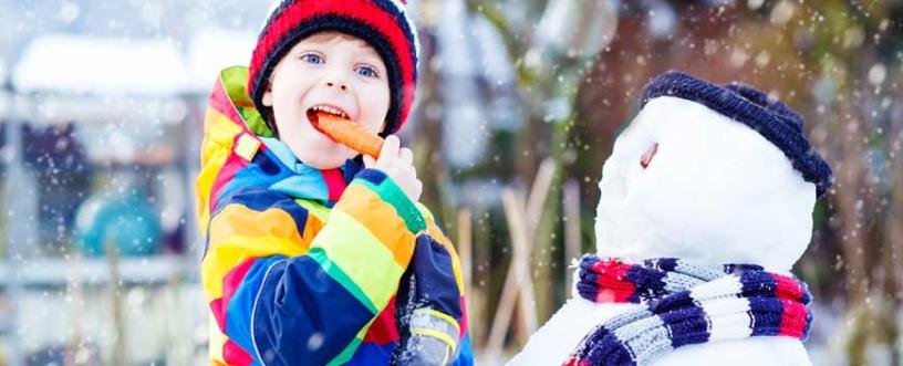 bambini-al-freddo-con-il-cappello-farmacia-san-carlo